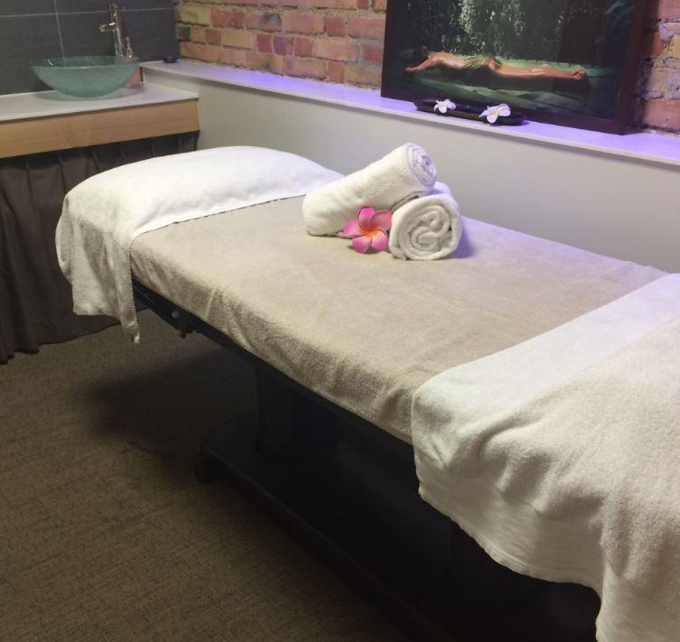 Table de massage lectrique malea spa alsace la villa k - Table de massage haut de gamme ...