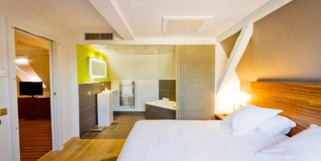 Suite K La Villa K, douche hammam et baignoire balnéo